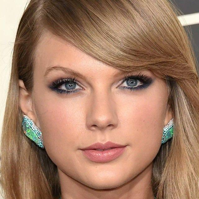 Make da Taylor Swift no Grammy é inspiração total, esfumado suave com um tom de azul bonito rente aos cílios de baixo