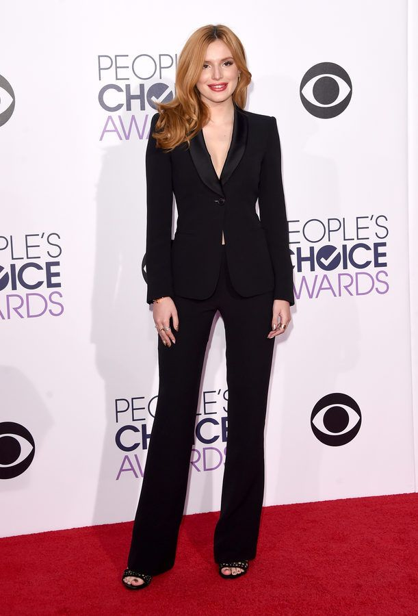 Bella Thorne at the 2015 People's Choice Awards
