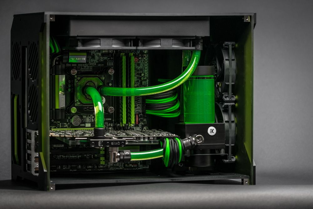 Http Www Xtremesystems Org Forums Showthread Php 233842 Liquid Cooling Case Gallery Page230 Custom Gaming Computer Custom Computer Computer Case