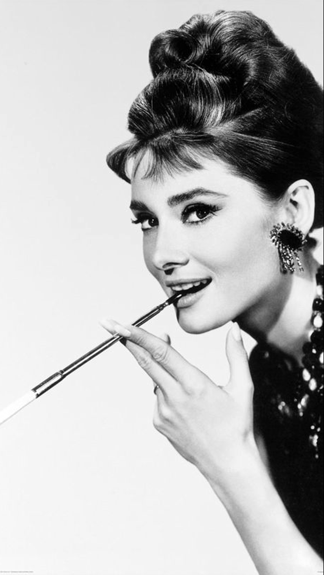 Pin By Greek Turkish On Iphone Wallpapers Audrey Hepburn Photos Audrey Hepburn Wallpaper Audrey Hepburn