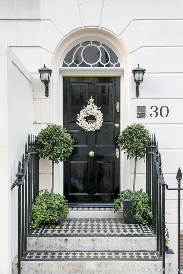 Christmas Wreaths in London - The Best of the Season   Black front ...