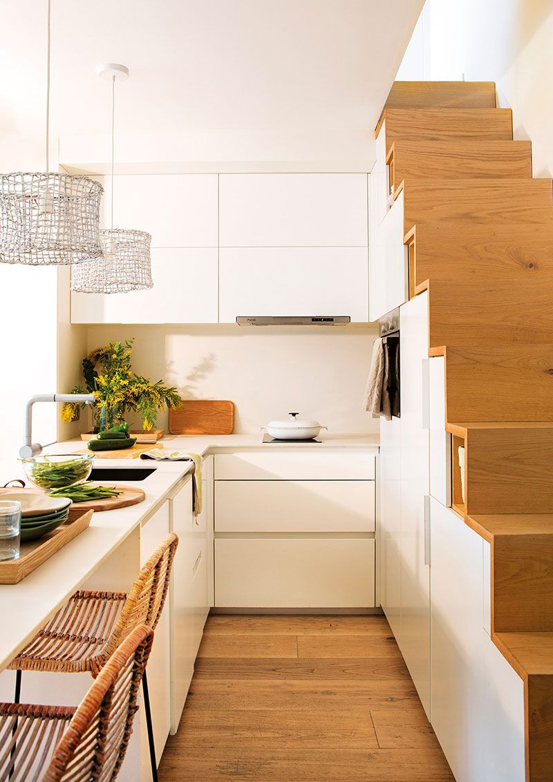 Nebolshoj Dupleks V Barselone Gde Pomestilos Vsyo Chto Nuzhno 40 Kv M Foto Idei Dizajn Kitchen Design Small Kitchen Under Stairs Small Apartment Design