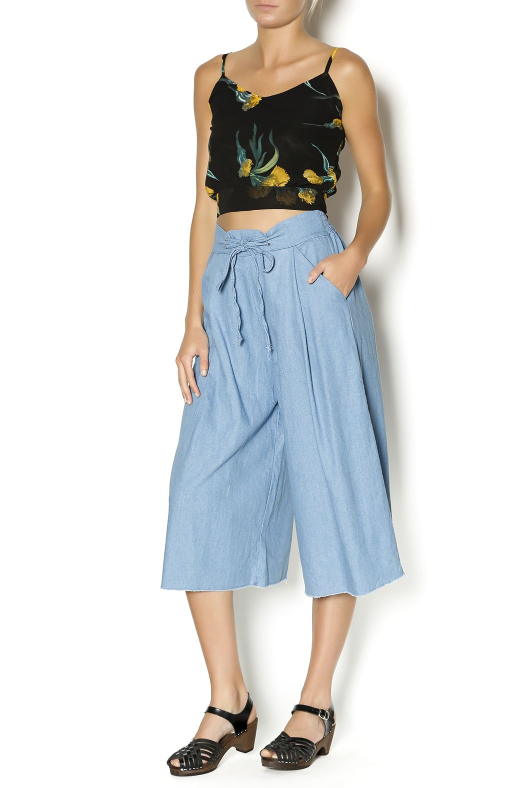 Perfect 90's inspired crop top. You can easily dress this up or down. Pair with high rise shorts and sneakers. Or a cute A line skirt for a more dressy look.
