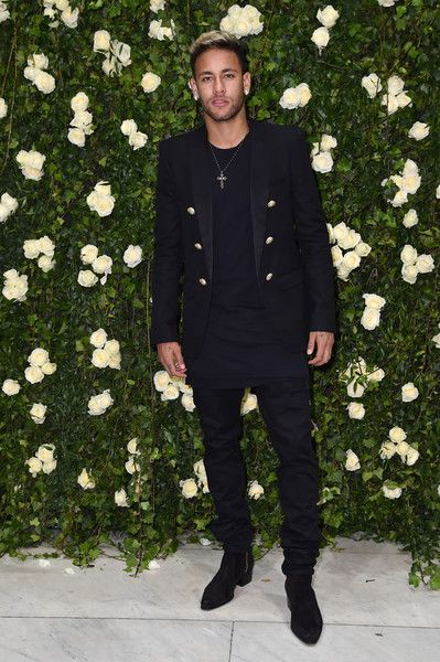 bead1dd6 Neymar Photos - Neymar attends the Balmain show as part of the Paris  Fashion Week Womenswear Spring/Summer 2018 on September 28, 2017 in Paris,  France.