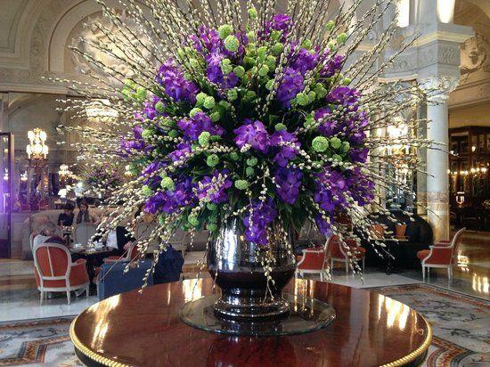 Floral centerpieces for hotel lobbies floral arrangement for Hotel foyer decor