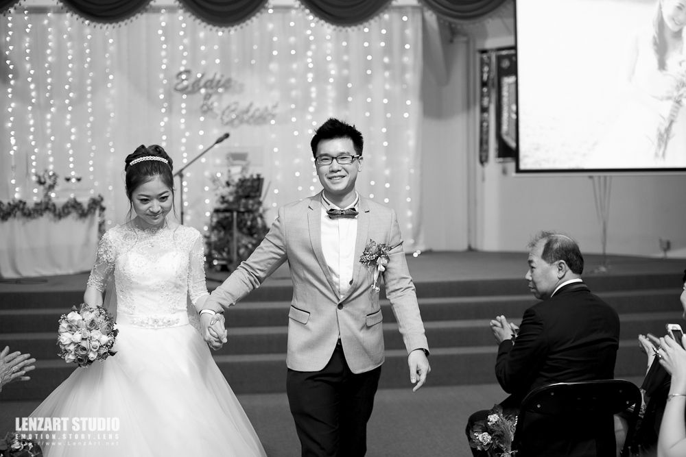 The Newly Wed Couple Walking Out From The Church And Receiving Blessing From All The Friends And Family Attended T Wedding Mermaid Wedding Dress Church Wedding