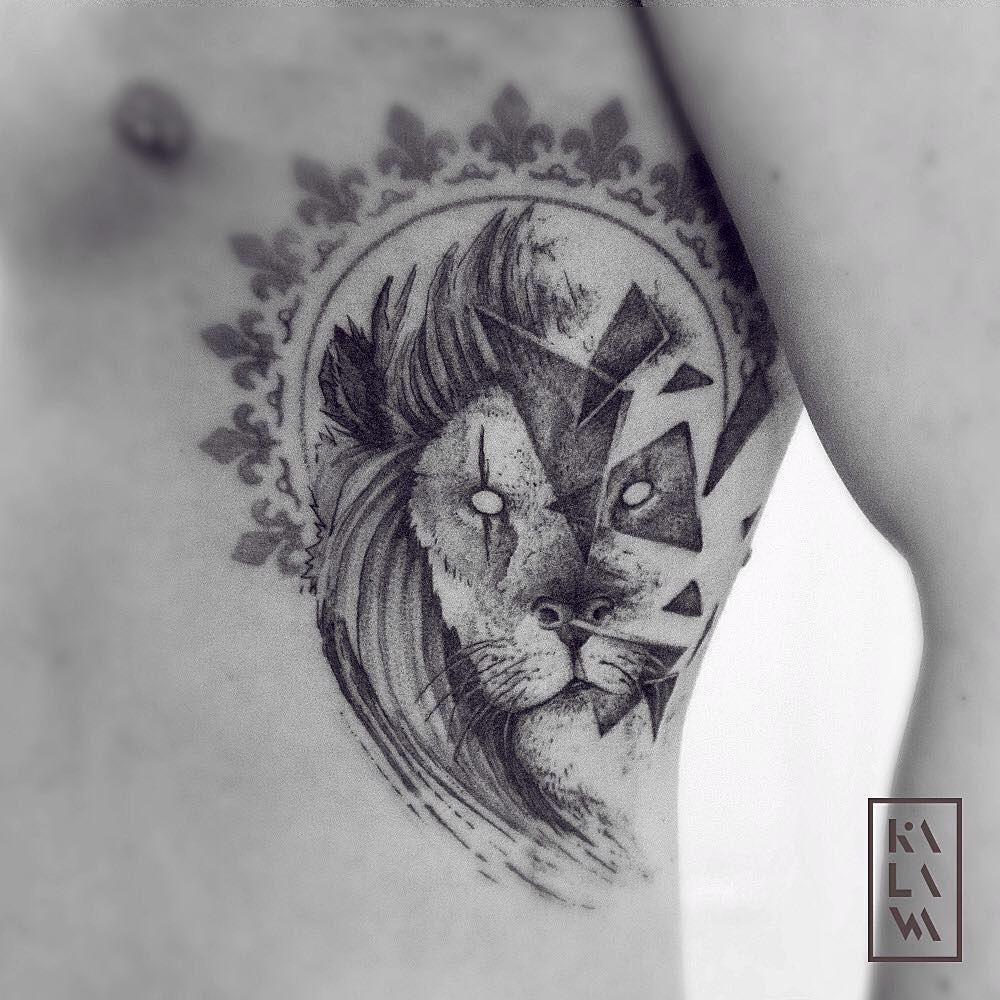 Graphic lion portrait tattoo in dotwork tatouage tete de - Tattoo tete de lion ...
