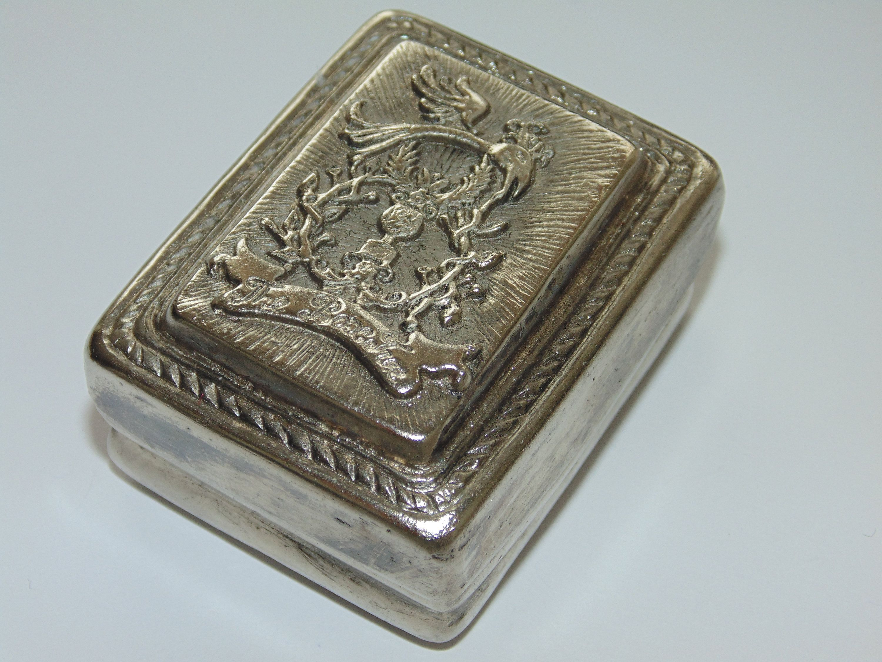 Rare Vintage Estate Hard Tin Case Ornate Crest Lid Jewelry Trinket Storage Keepsake Silver Tone Collectible Antique Ring Box Gift For Her In 2020