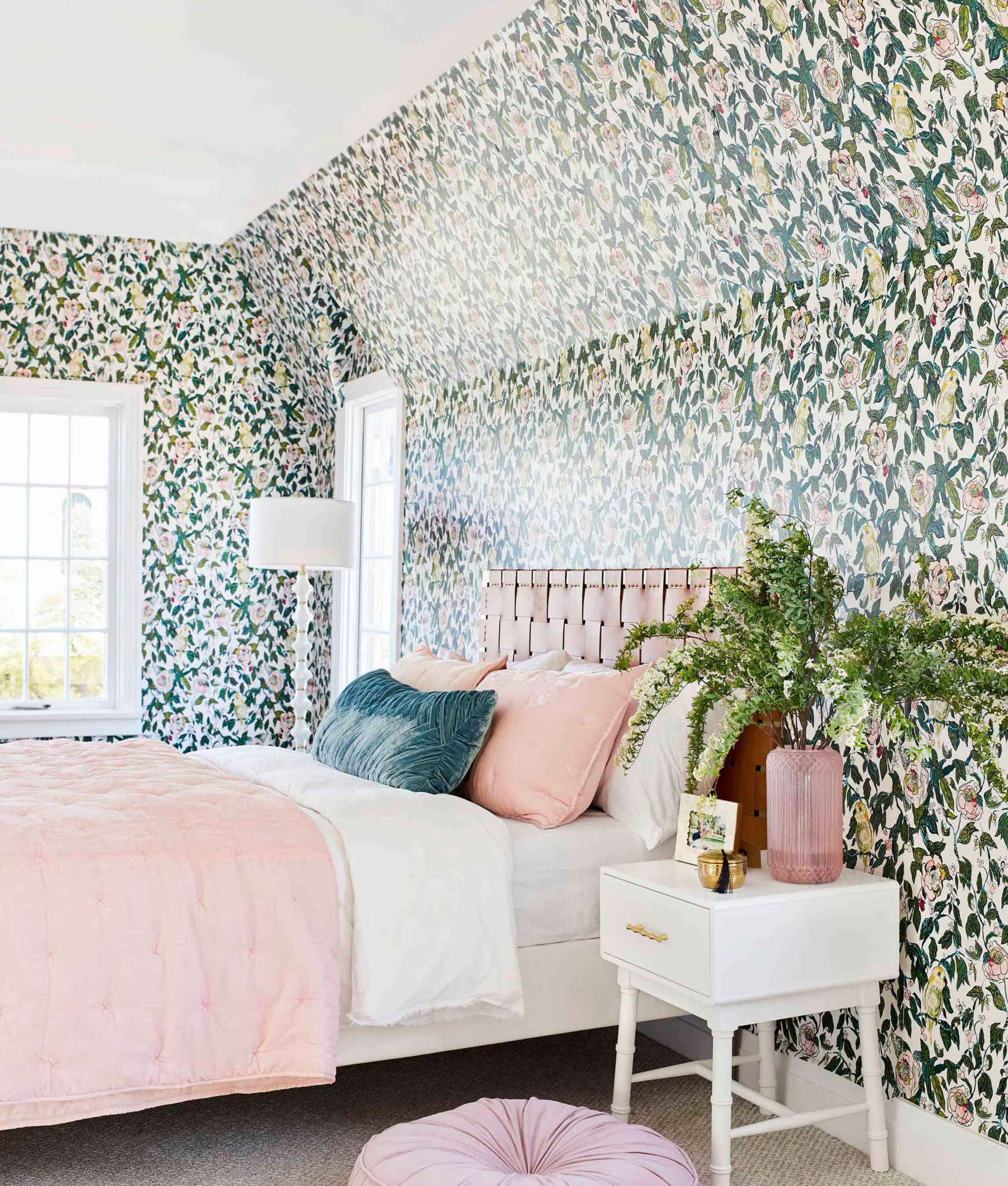 The Best Peel And Stick Wallpapers For Your Rental Apartment Or Really Any Space Help Mallory Choose One For Her Bathroom Emily Henderson Wallpaper Bedroom Vintage Apartment Decor Bedroom Makeover