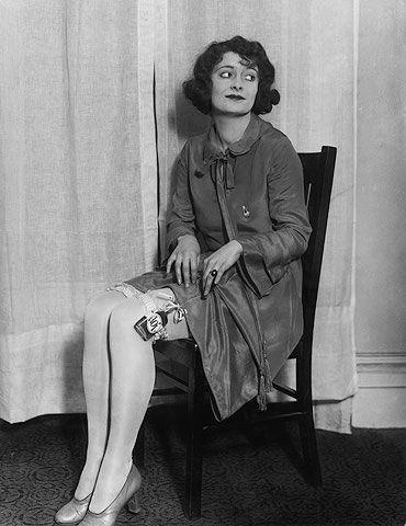 Prohibition 1920s Women | Prohibition Women 1920s A young woman ...