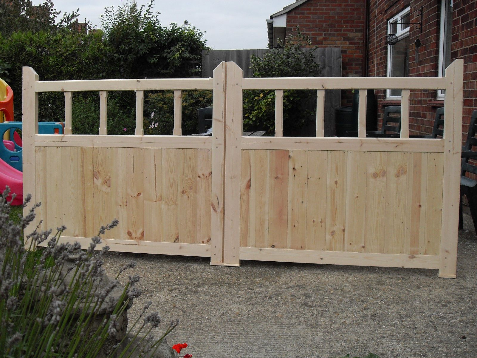 Wooden garden gates u x u driveway gates with spindles