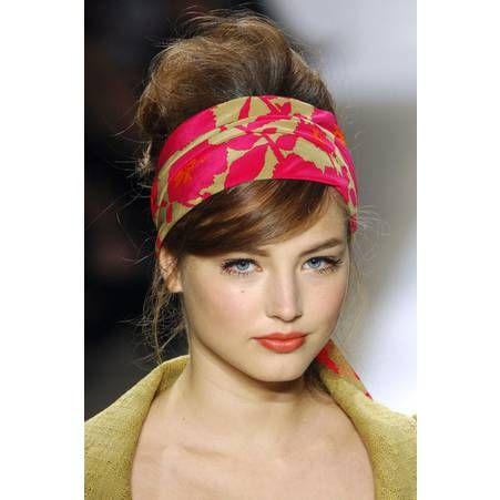 Les plus belles coiffures avec un foulard Coiffure avec