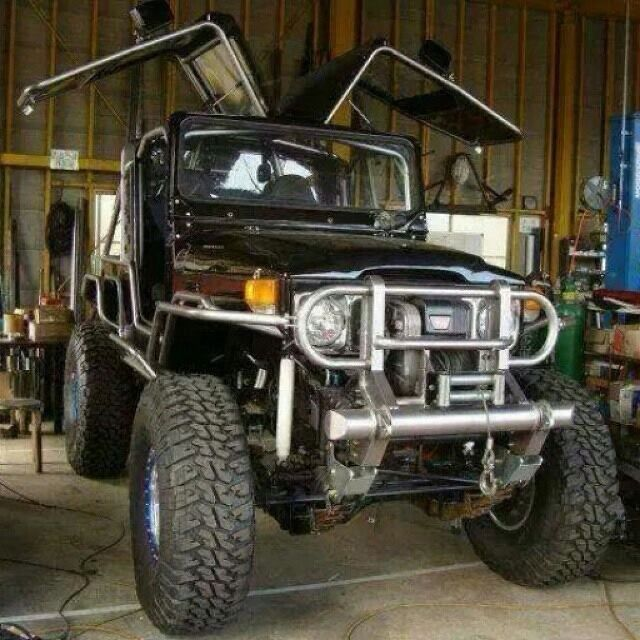 FJ40 Land Cruiser with gull wing doors