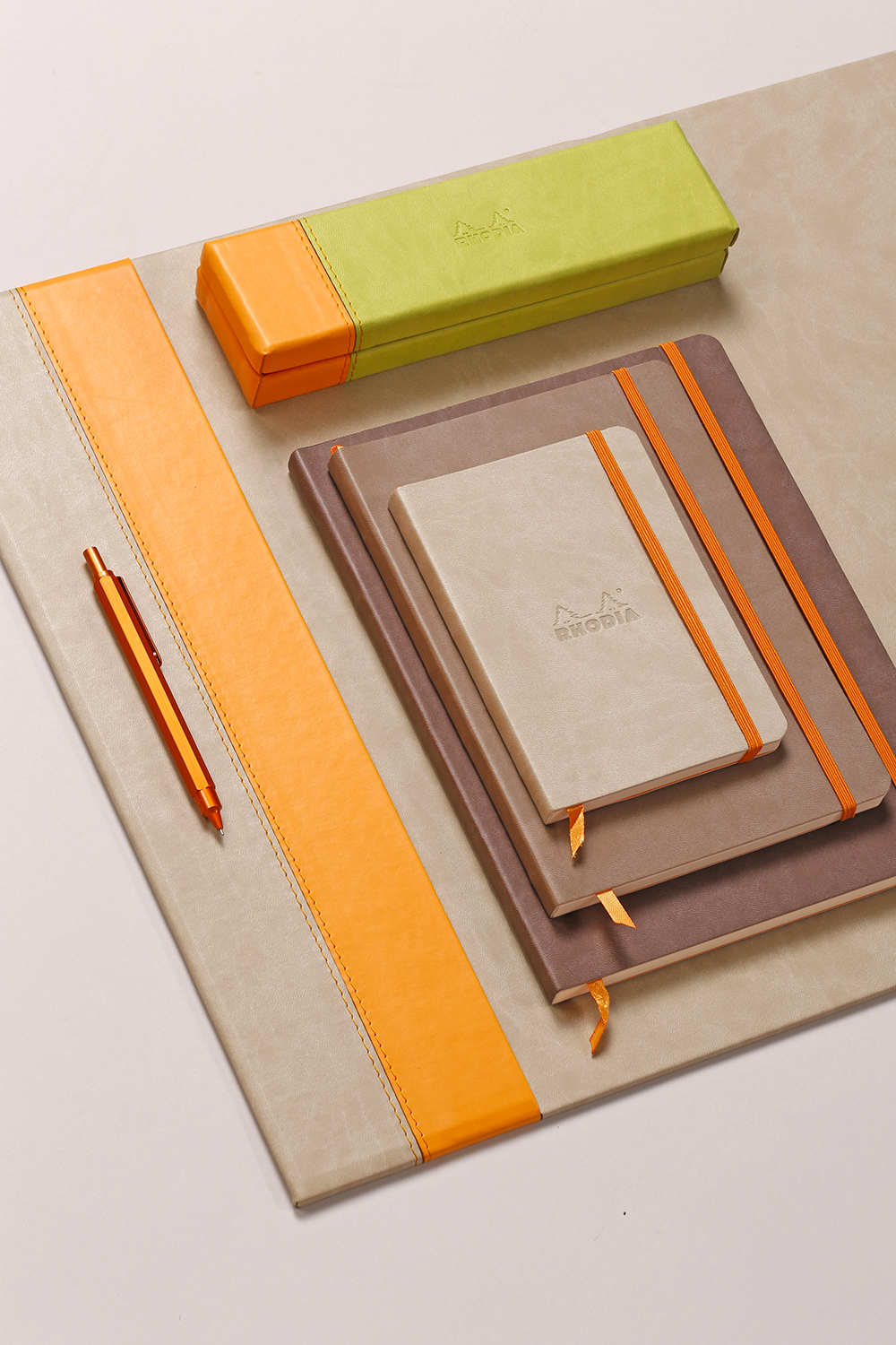 rhodia home office ambiance beige marron orange et vert rhodia homeoffice office. Black Bedroom Furniture Sets. Home Design Ideas
