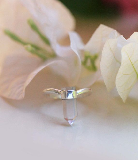 La mini Quartz de Yaelle Bali Jewelry - bague argent et cristal de roche de Bali.  http://www.alittlemarket.com/bague/fr_la_mini_quartz_bague_argent_et_cristal_de_roche_de_bali_-10604497.html