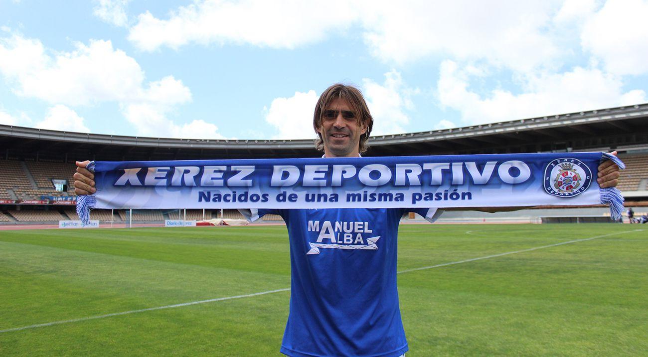 Ya tienes disponible la nueva bufanda del Xerez Deportivo FC primavera-verano (10 euros) http://www.xerezdeportivofc.com/noticia/ya-disponible-la-nueva-bufanda-xerecista/611/
