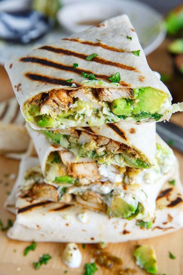 This Chicken Avocado Burrito recipe makes for the perfect meal prep lunch. #healthyfooddinner