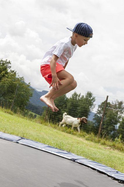 Hotel Kaiser in Tirol // Familie // Familienhotel // Urlaub mit Kindern // Spielplatz // Trampolin // Garten