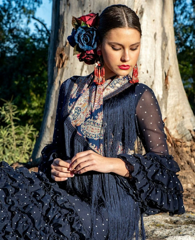 Instrucciones peinados para trajes de flamenca 2021 Colección de ideas de color de pelo - Flamenca Spain 💃   Trajes de flamenco, Vestidos de ...