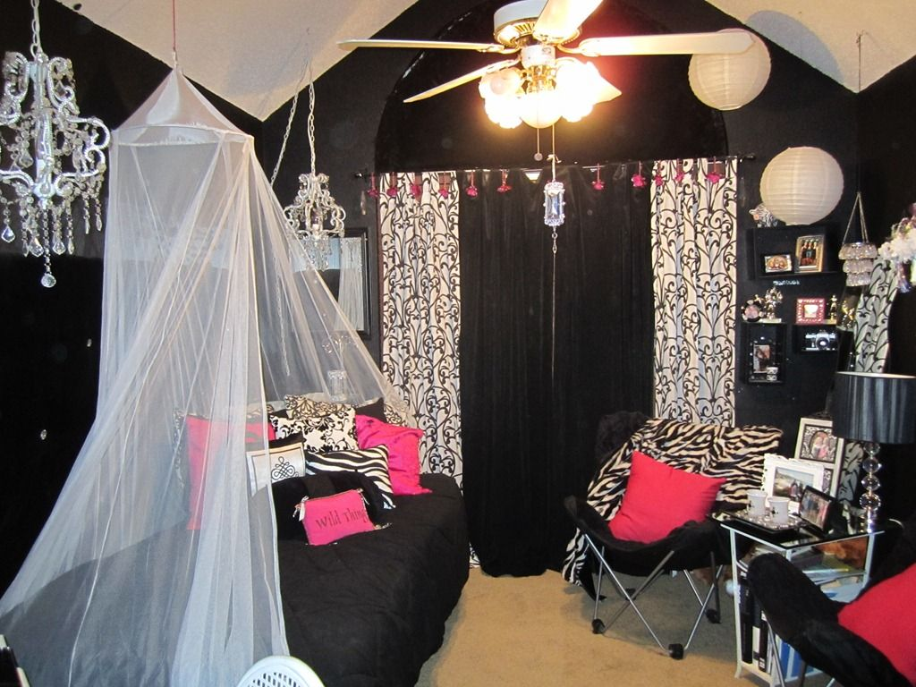 Teen bling hollywood glam bedroom for the girly girl with for Hollywood bedroom designs