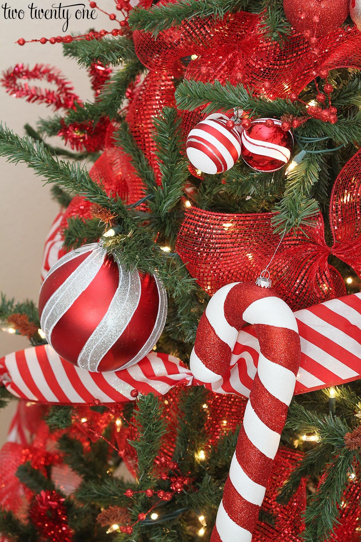 Red and White Christmas Tree - Decorating Ideas | White ...