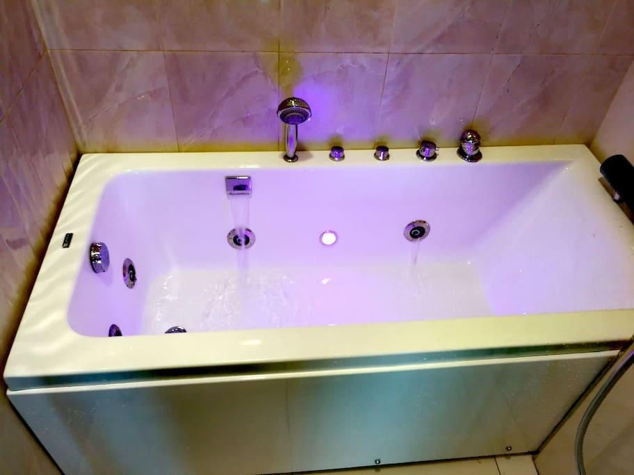 Top 5 Romantic Airbnb In Malaysia Romantic Holiday Ideas For Couples Best Airbnb In Malaysia Reno T Blog Chat Reno Romantic Holiday Jacuzzi Bathtub Best