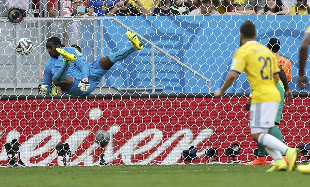 WORLD CUP 2014: SECOND ROUND OF GAMES HIGHLIGHTS - Colombia's Juan Quintero shoots to score against Ivory Coast during their 2014 World Cup Group C soccer match at the Brasilia national stadium in Brasilia. UESLEI MARCELINO/REUTERS
