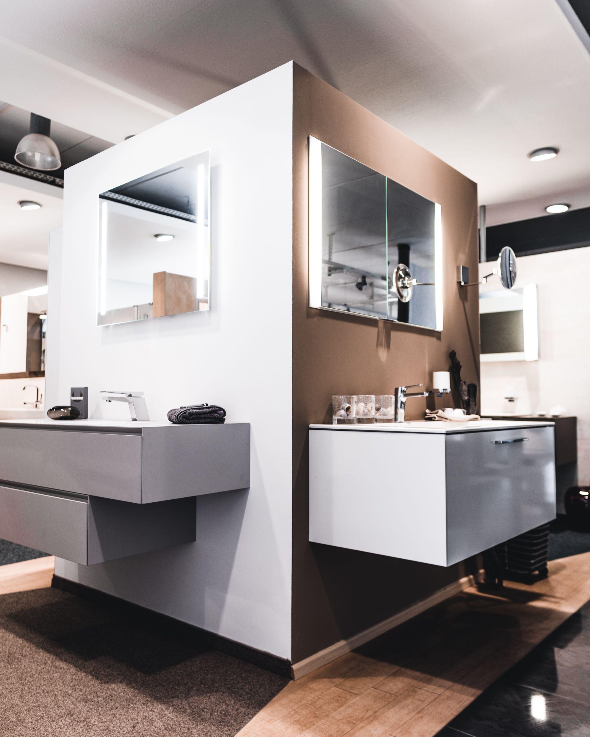 Alles Hat Immer Zwei Seiten In Unserer Ausstellung Findest Du Hinter Jeder Ecke Neue Inspirationen Fur Dein Neues Bad Neues Bad Bad Inspiration