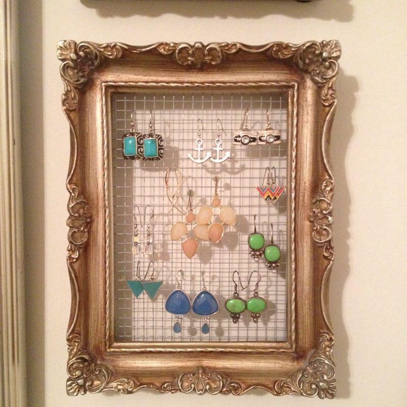 Make Your Own Jewellery Display Board: Super Simple DIY Earring Holder Frame // Crafts & Brews