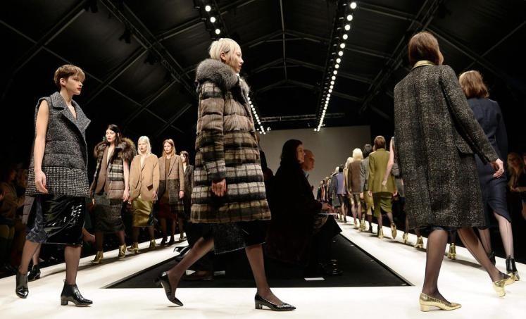 Fashion-Week Mailand: Mode von Max Mara. Mehr zu den Trend aus Mailand: http://www.nachrichten.at/nachrichten/society/Top-oder-Flop-Die-ersten-Trends-aus-Mailand;art411,1313693 (Bild: EPA)