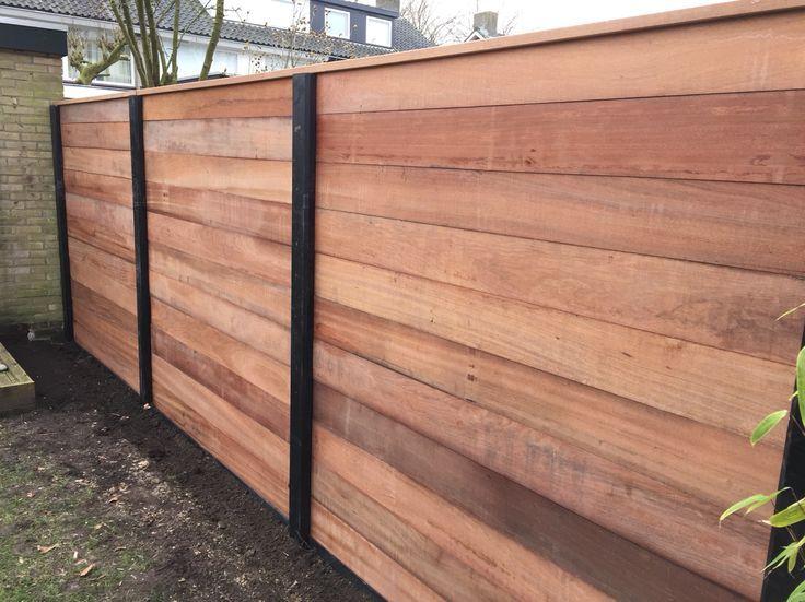 Wandplanken Van Beton : Antraciet gecoat beton schutting met hardhouten damwand profielen