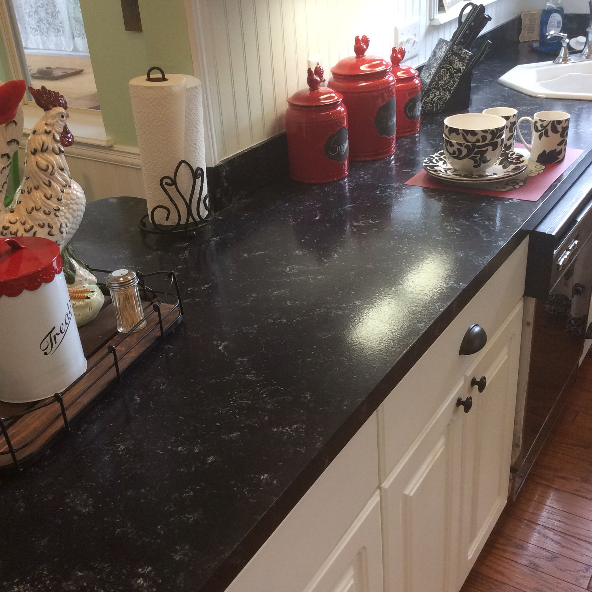 Faux Granite Counters For 80 Using Giani Bombay Black Paint Love The Look Kitchen Diy Makeover Giani Countertops Giani Countertop Paint