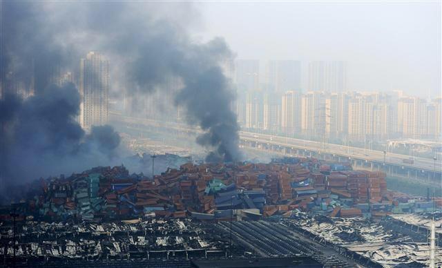 """""""내가 돌아오지 않으면 우리 아버지는 너의 아버지다"""" 텐진 폭발 사고 현장에 출동한 한 소방관이 남긴 문자. http://www.hani.co.kr/arti/international/china/704399.html…"""