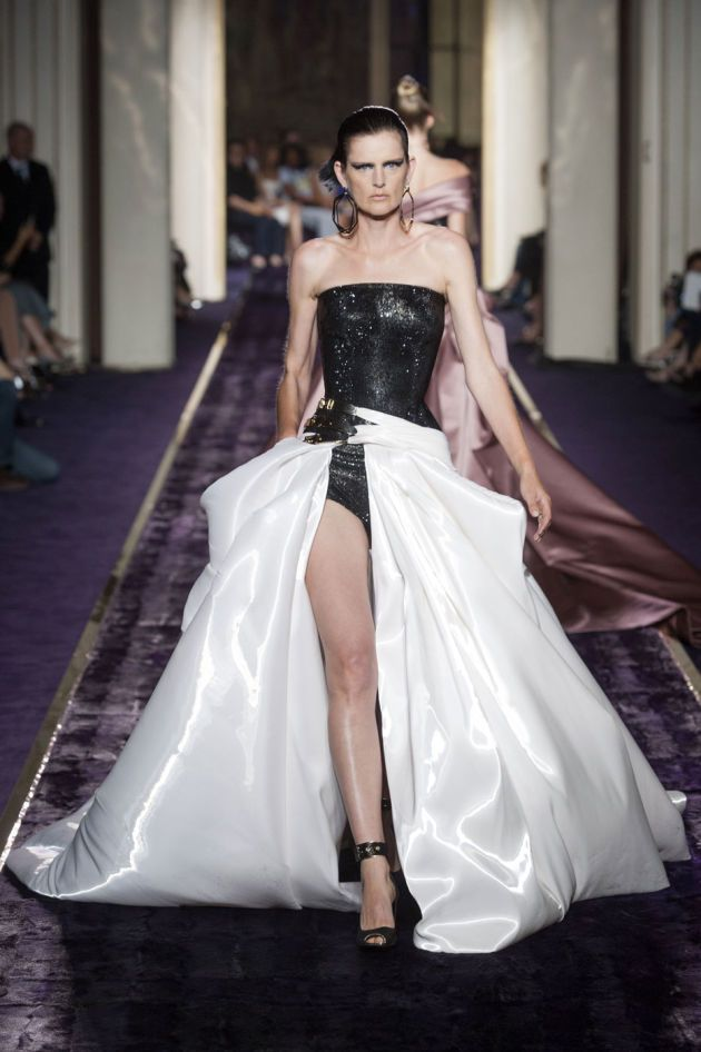 Atelier Versace Kicks Off Couture With J.Lo - Fashionista