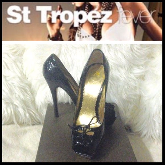 "ST TROPEZ PEEP TOES BLACK CROC PATENT BEBE Shoes OOH LA LA Every time I see this black patent croc awesome shoes I transport myself to St Tropez island!Is great to dream,this shoes could become a reality to you!I pre-love them but not abused,pictures show signs of wear.I placed the heel covers that go around the back ankle,a little sticky on that area due to that since my size 6 1/2 weren't available.Has a unique Bebe plate on front,haven't seen other shoes with it.1"" platform,with a 5"" heel…"
