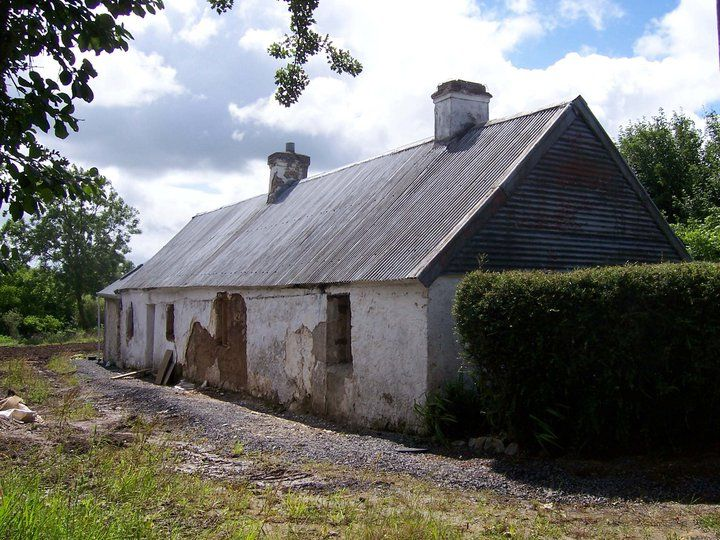 Notice The Corrugated Tin Roof Irish Cottage Corrugated Roofing Tin Roof
