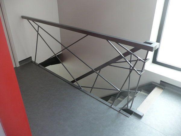 Dans un esprit loft industriel, on a choisi un escalier métallique ...