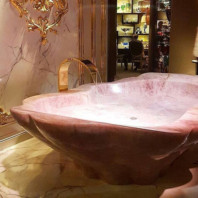 Detail of our Rose quartz bathtub made from a unique block #salonedelmobile #baldihomejewels