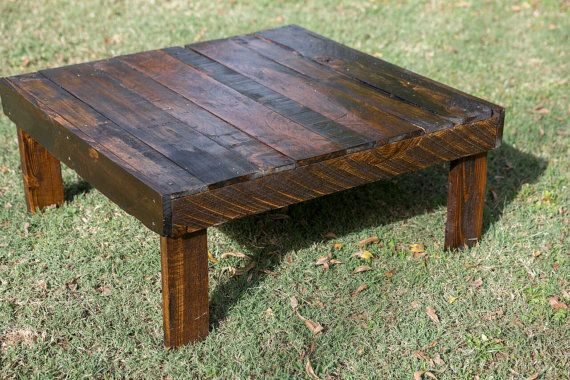 Rustic Coffee Table di MidwoodReclaimed su Etsy