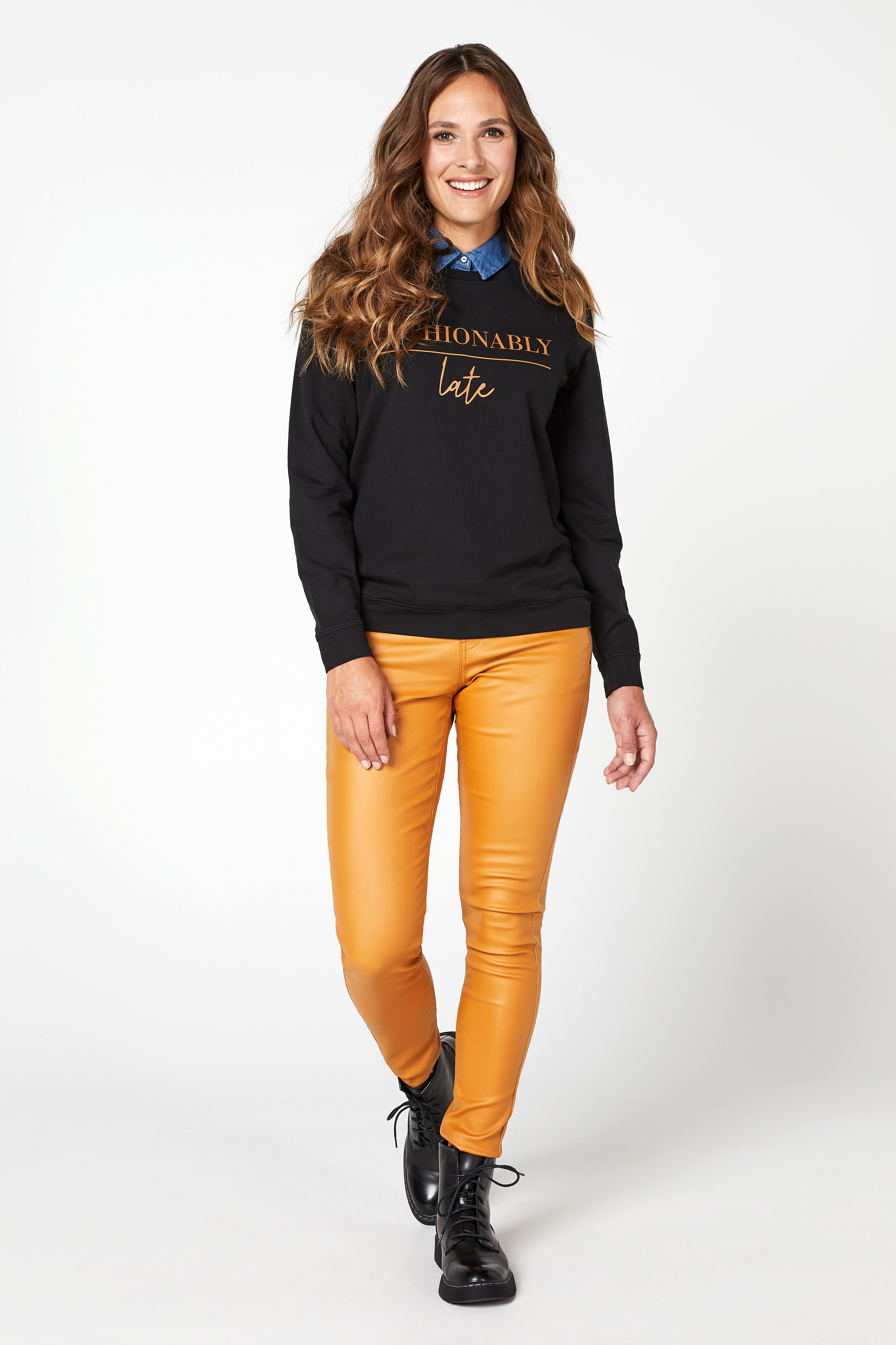 Broek 'Jackie' coated geel 32'' | Trui, Kragen, Broeken