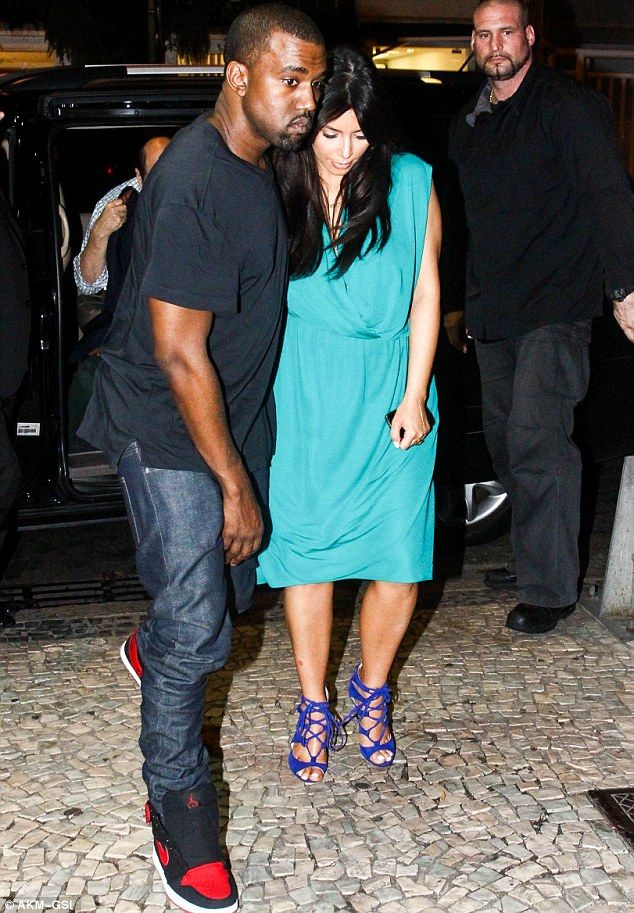 Kim Kardashian drapes her pregnancy curves in billowing teal dress ...