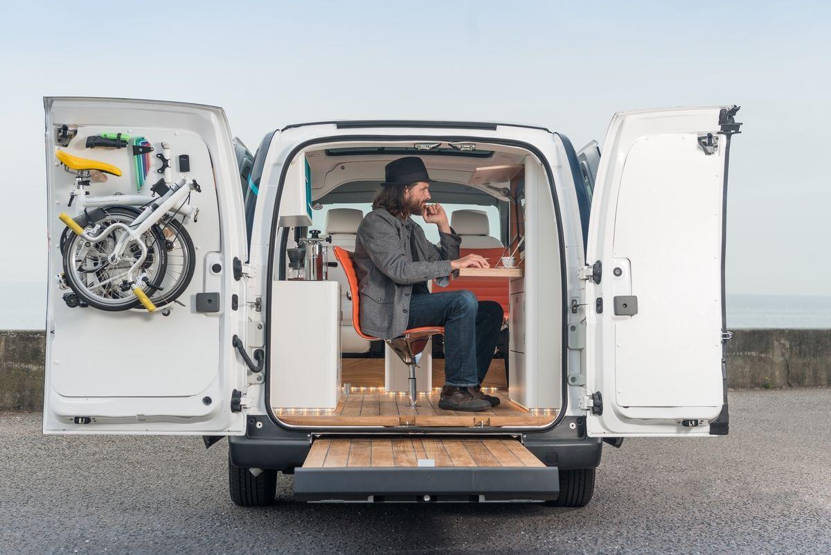 Nissan transforma van elétrica em escritório móvel