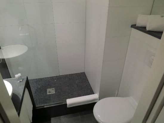 Bathroom Motel One Deutsches Museum Gastebad