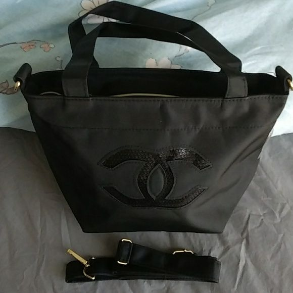 6bdfb0f9d29fb0 Shop Women's CHANEL size OS Shoulder Bags at a discounted price at Poshmark.  Description: