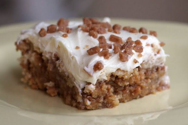 white trash bars... only 4 ingredients!: ritz crackers, toffee chips, sweetened condensed milk, vanilla frosting. must try.