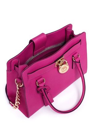 Buy a beautiful piece Hamilton Saffiano Tote from the collection of Michael Kors. Only on 25000 Rs.