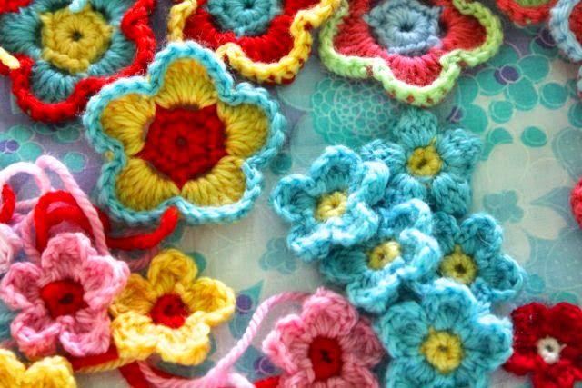 little woollie: Holiday Crochet - Flower love