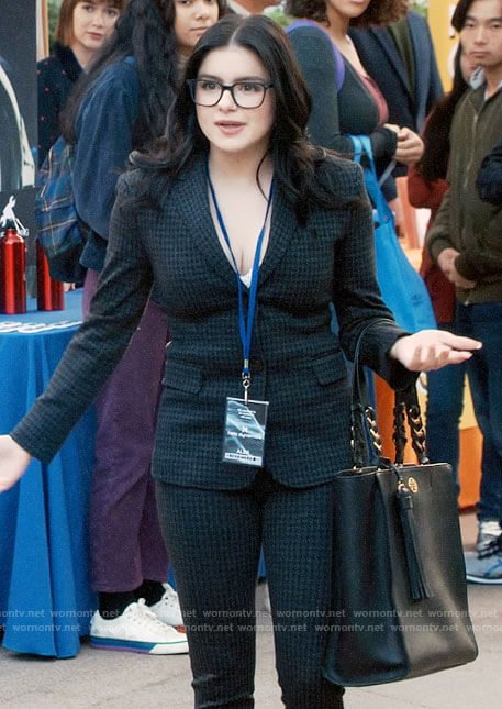 Alex S Houndstooth Suit On Modern Family In 2020 Ariel Winter Modern Family Family Outfits Modern Family