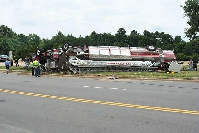 29 Epic Fail Awesome Fire Truck Accident Pics Fire Trucks