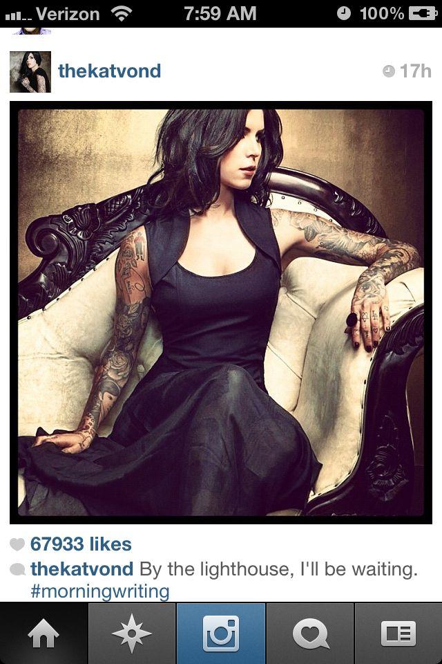 Kat Von D wearing this fabulous black dress... Amazing detail at the neckline!